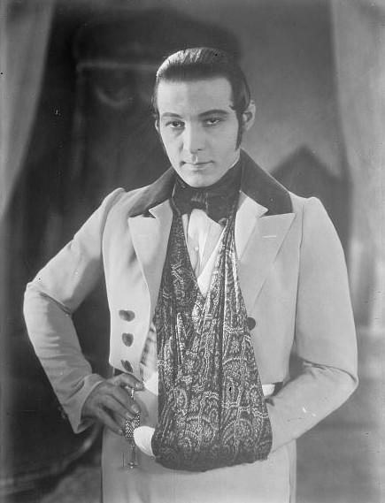 Rudolph Valentino (1895 – 1926), Italian actor By Bain News Service, publisher [Public domain], via Wikimedia Commons