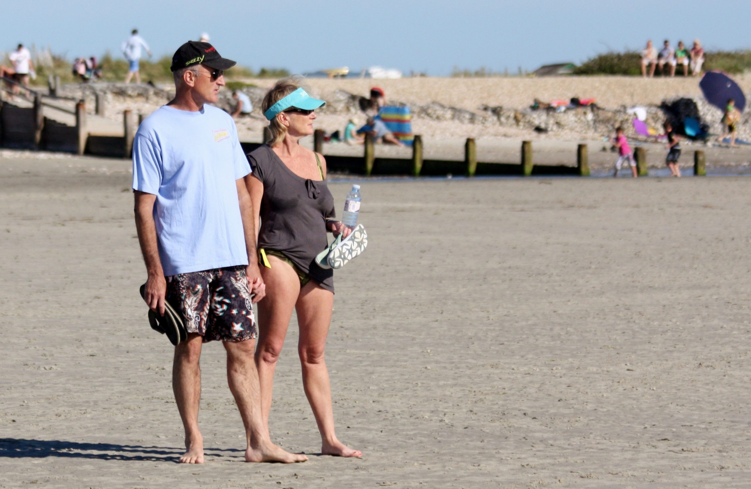 https://commons.wikimedia.org/wiki/File:Wonderful_West_Wittering_-_June_2011_-_Mature_Couple_Candid.jpg?uselang=en-gb