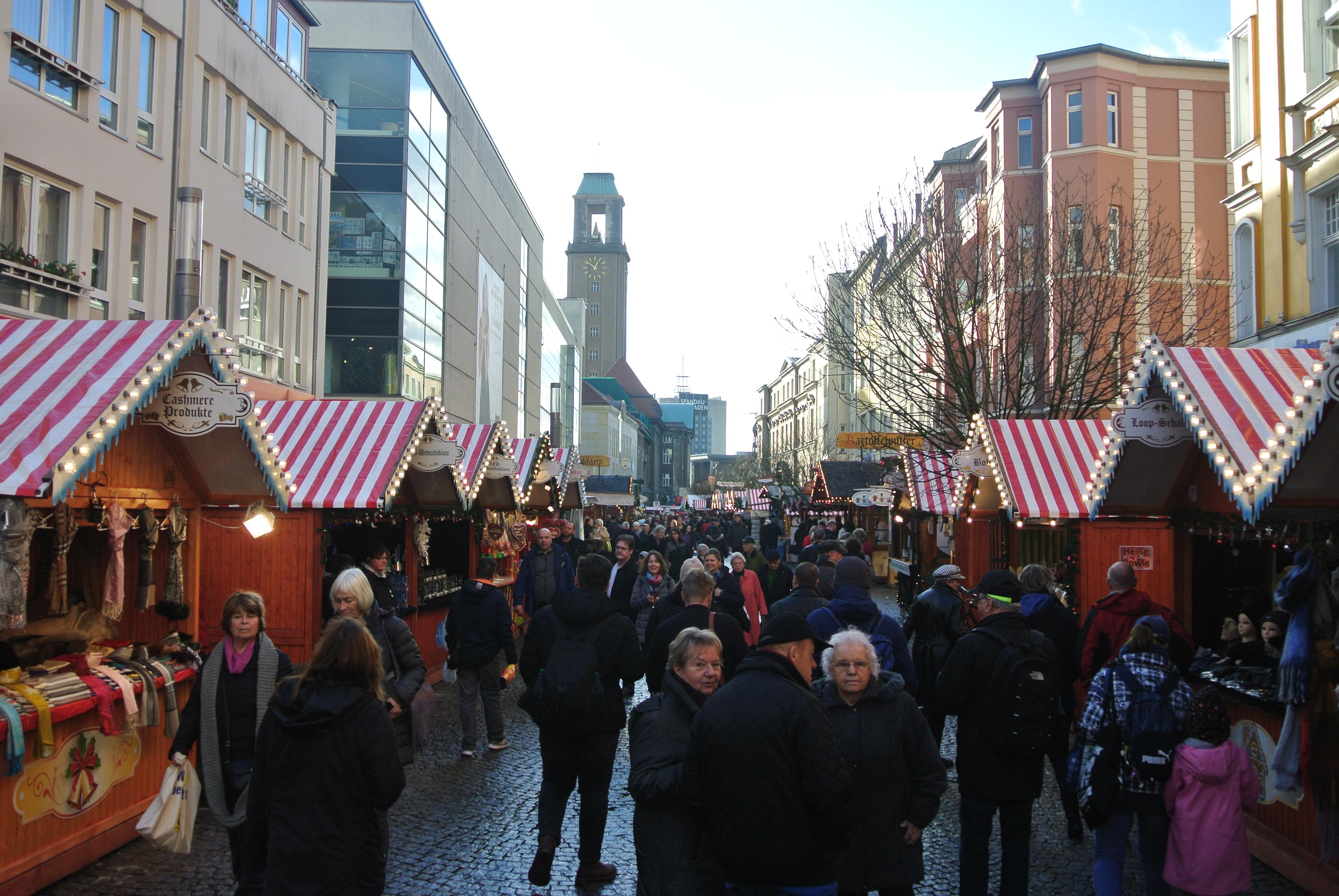 German Christmas Market in Daylight - photo by Juliamaud