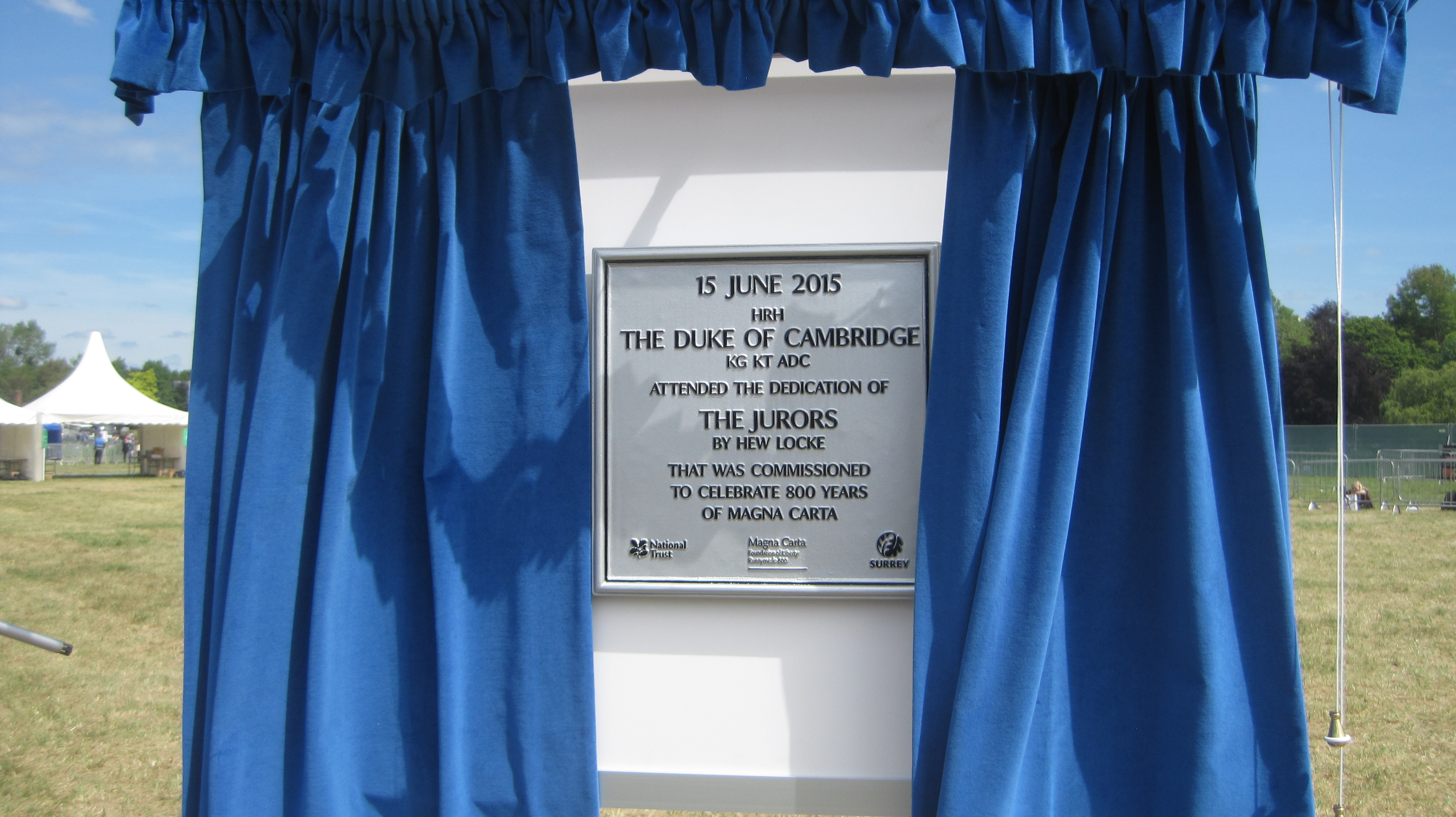 """Duke of Cambridge attended the dedication of """"The Jurors"""" - photo by Juliamaud"""